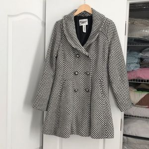 Super Cute Dress Coat with Double-Breasted Buttons